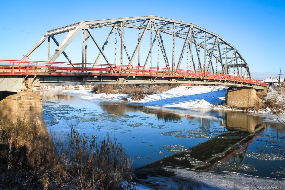 Сылвенский мост в Кунгуре через реку Сылву