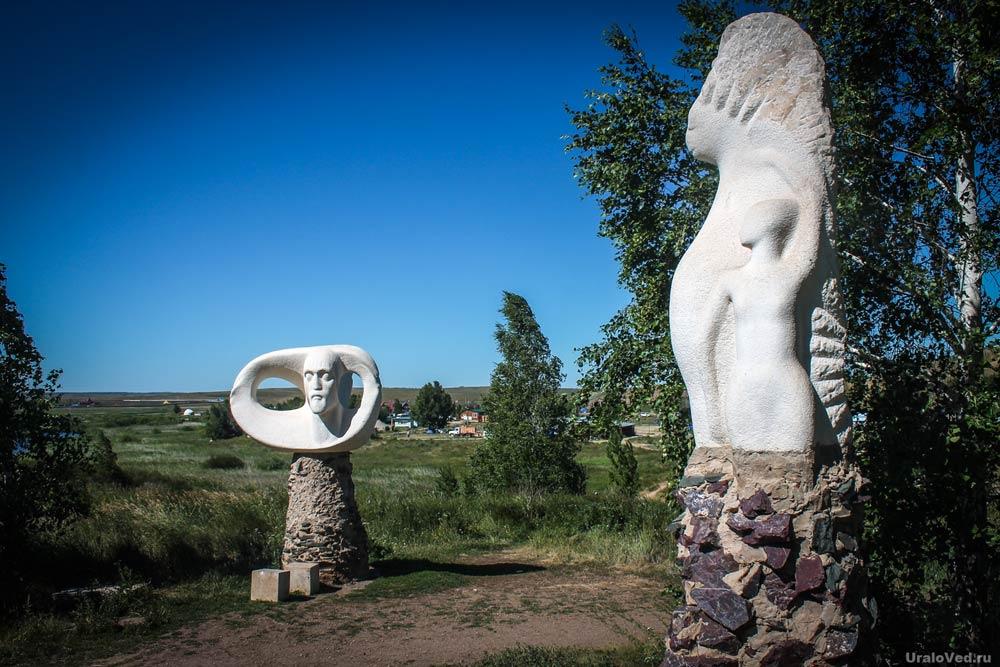 Скульптуры в Аркаиме