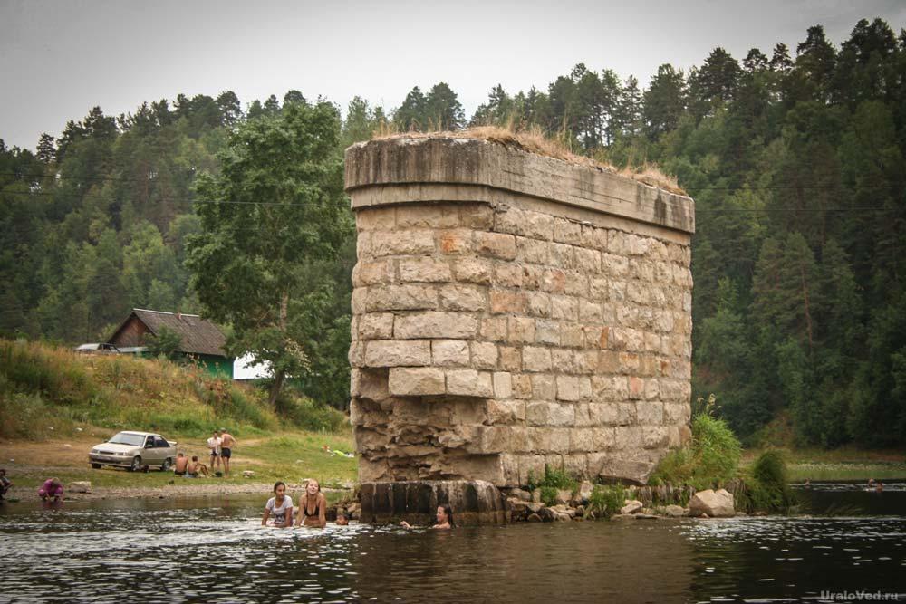 Опоры старого моста в Новой Пристани