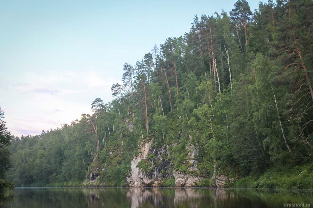 Скалы за деревней Глухой Остров