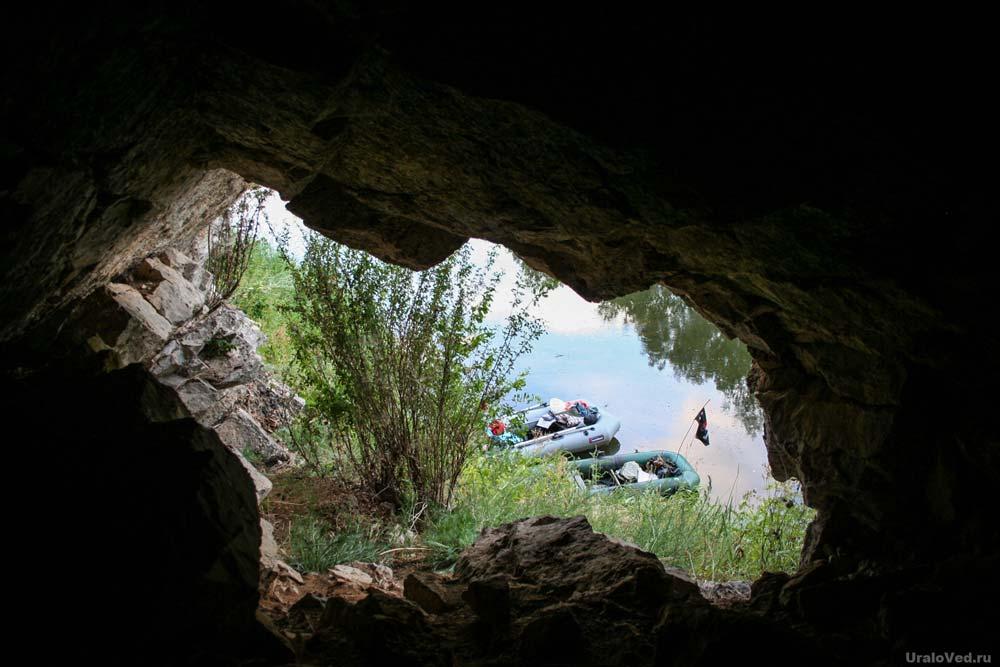 Пещера на реке Ай
