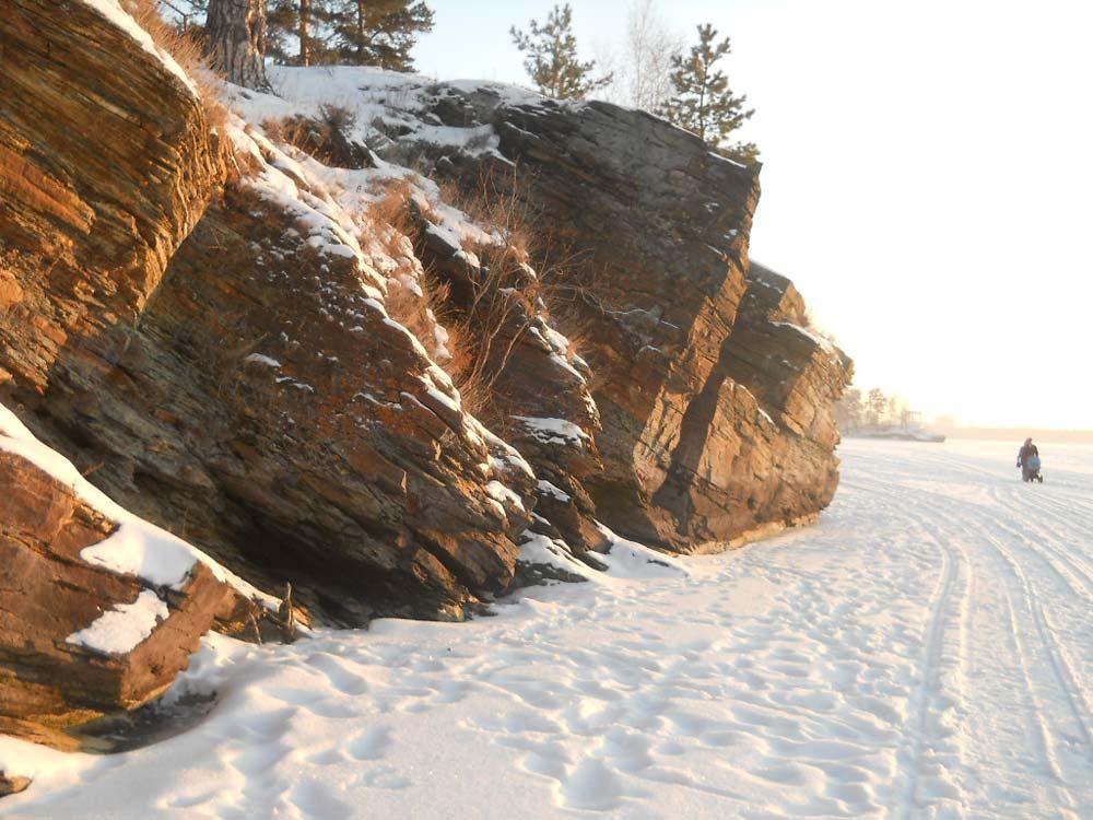 Скалы на озере Иртяш