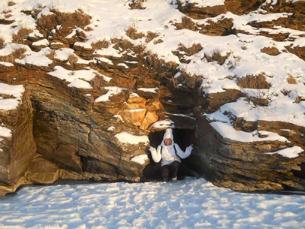 Грот в скалах
