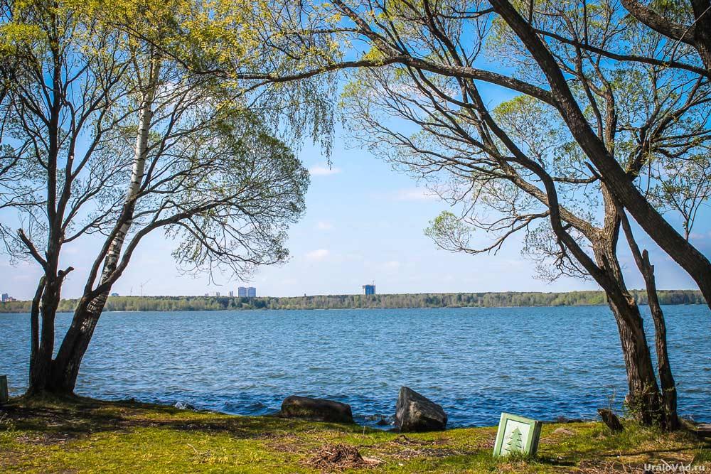 На берегу озера Шарташ