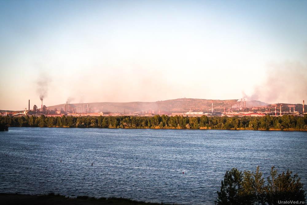 Пруд на реке Урал в Магнитогорске, Челябинская область