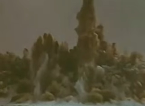 Момент взрыва атомной бомбы