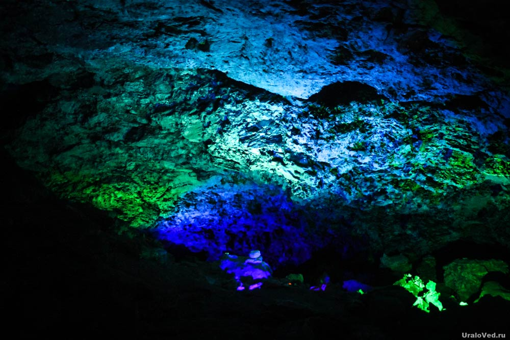 Подсветка в Кунгурской пещере