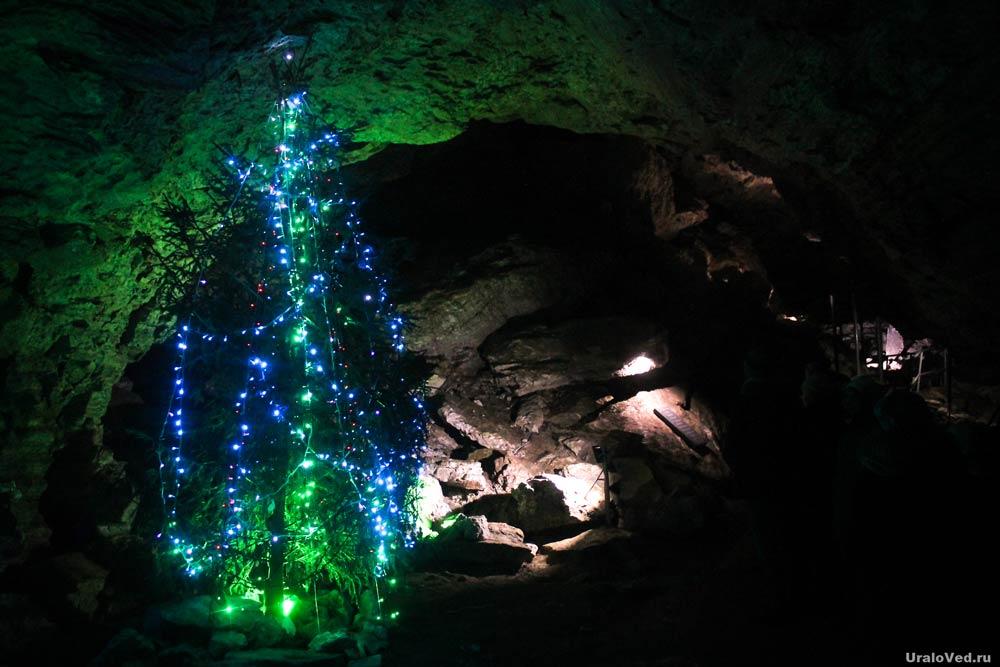 Новогодняя елка в пещере
