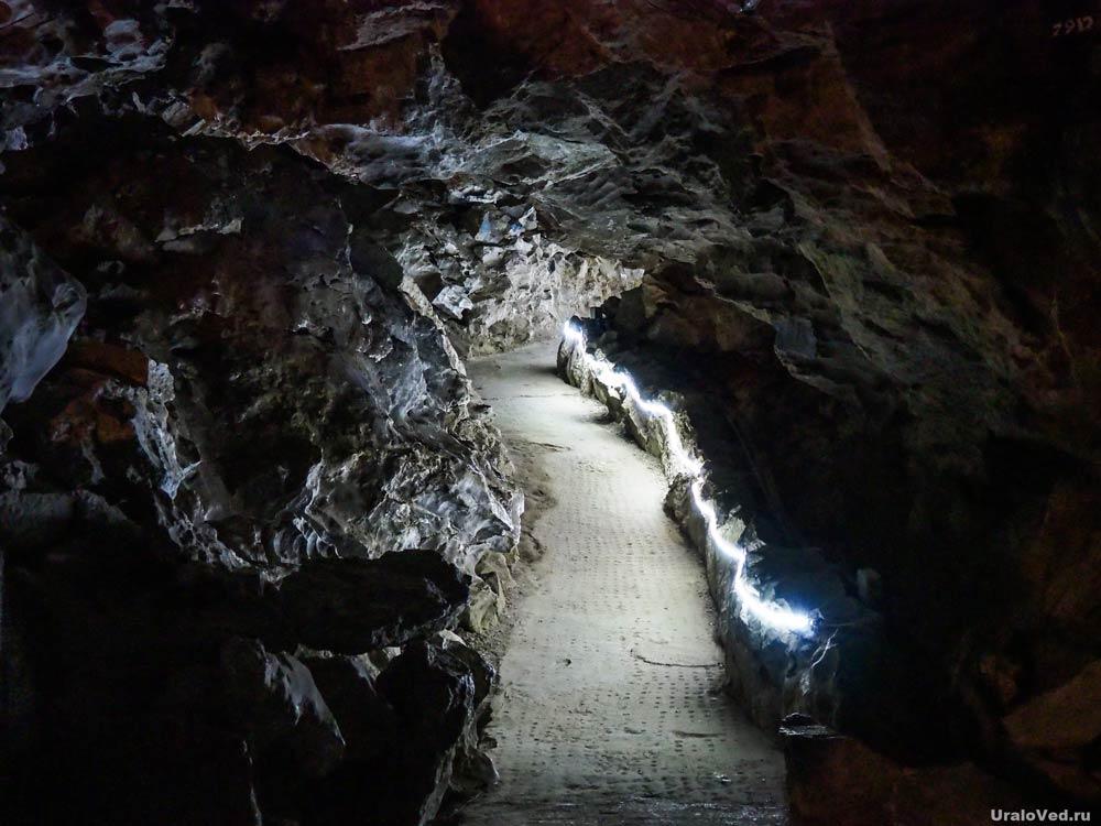 Дорожка туристического маршрута по Кунгурской пещере