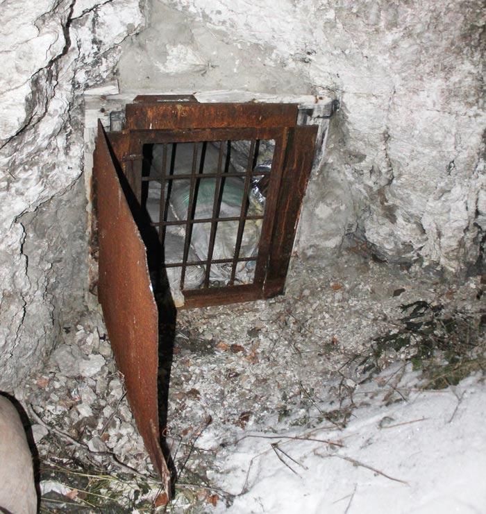 Естественный вход в Кунгурскую пещеру