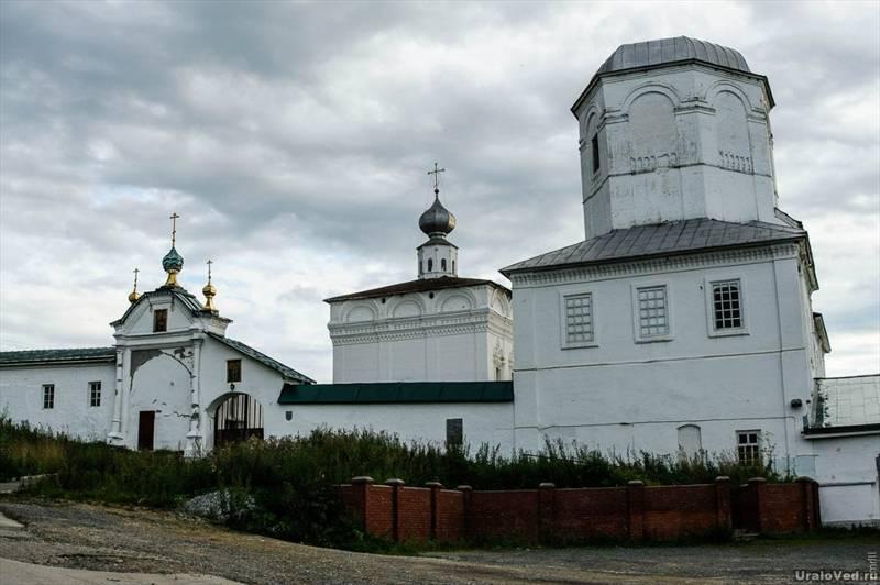 Надвратная церковь монастыря