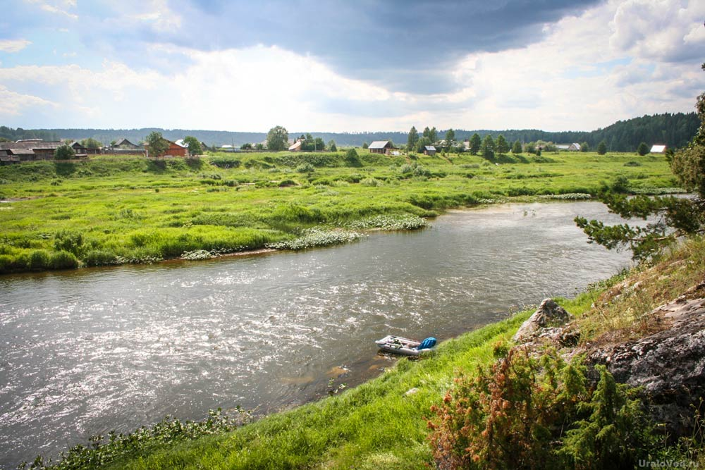 Вид на деревню Мартьяново и реку Чусовую