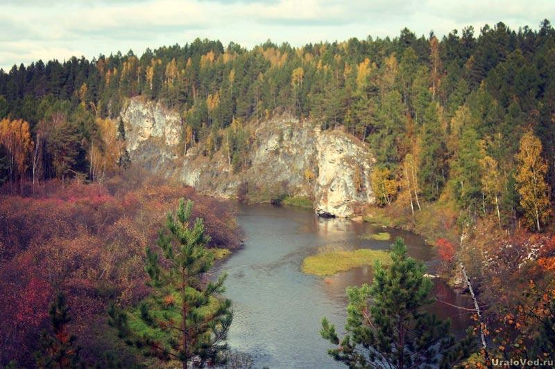 Скала Писаница на реке Серге