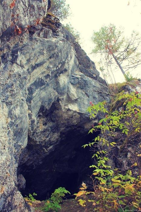Пещера в скале Лягушка