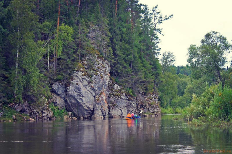 Скалы на реке Серга