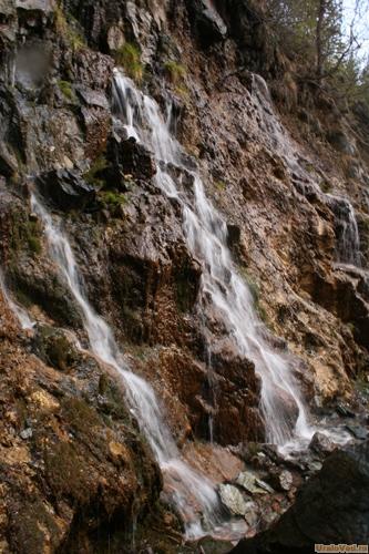 Водопад в карьере Старая Линза