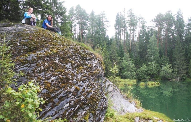 Большой камень на озере Бездонном