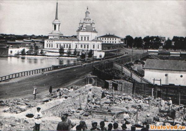 Плотина Алапаевского пруда. Свято-Троицкий собор